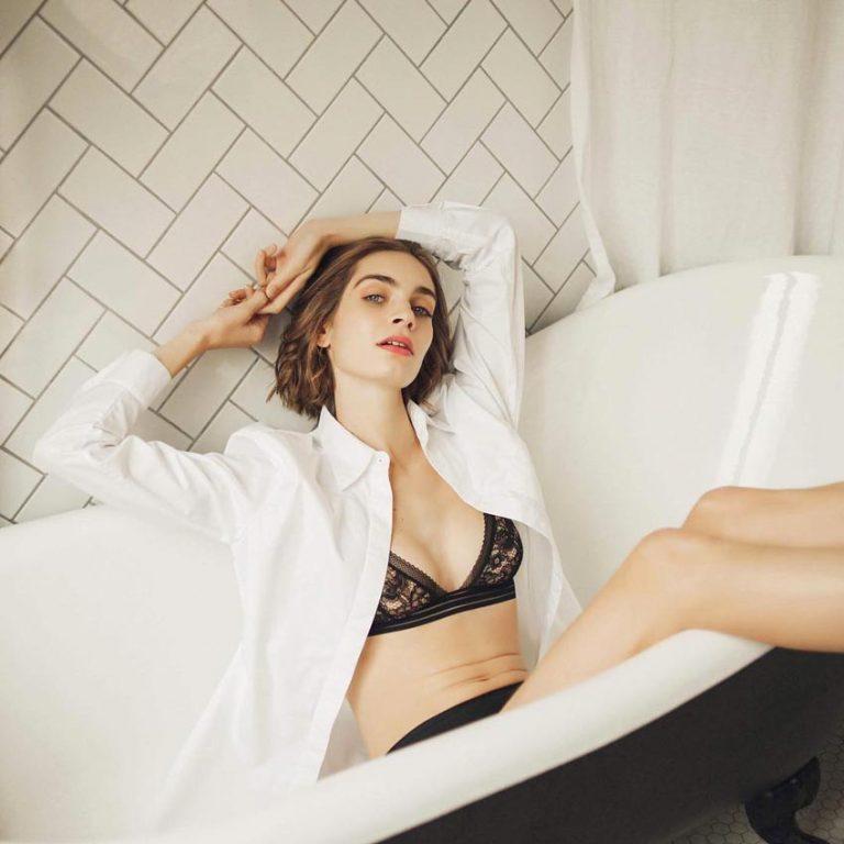 shooting femme assise baignoire coq hôtel