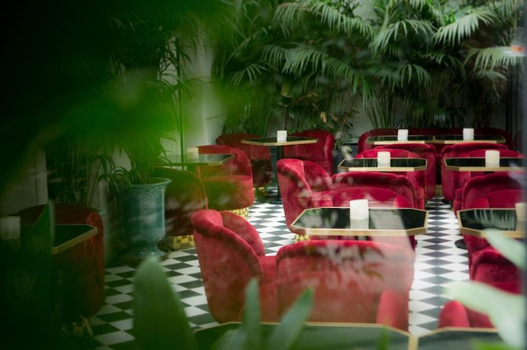 terrasse le très particulier hôtel montmartre